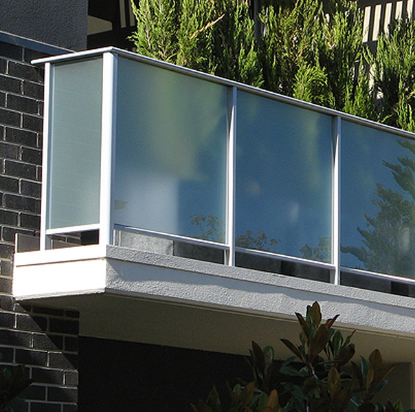 railing systems glass balustrades screens and fences. Black Bedroom Furniture Sets. Home Design Ideas