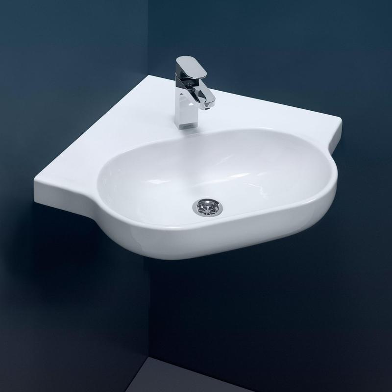 Porcelain bathroom fixtures
